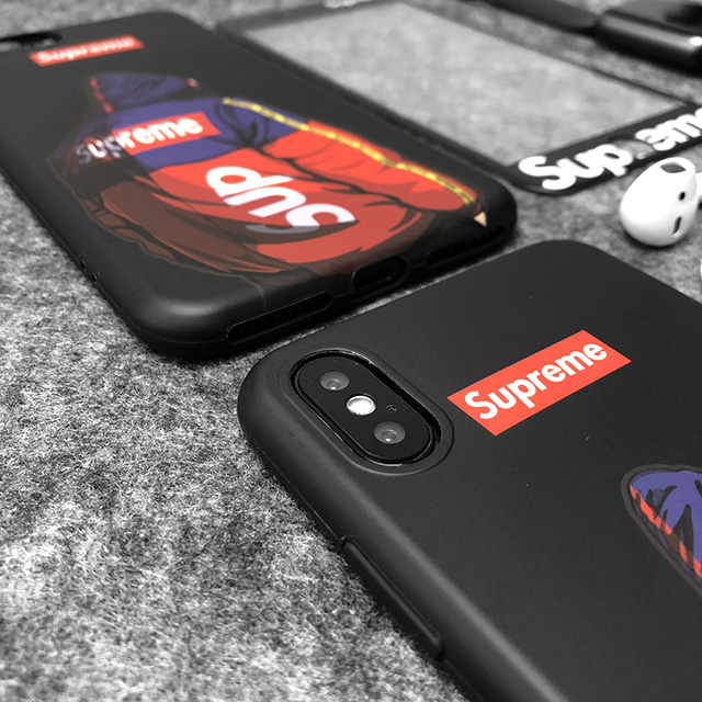 Supreme iPhone Xr/Xsケース